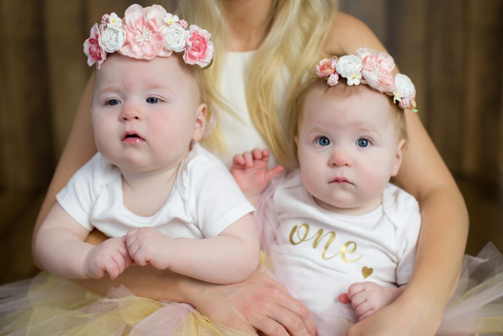 Twins first birthday. #twinphotoshoot #twinsfirstbirthday #pinkandgold #photoinspiration