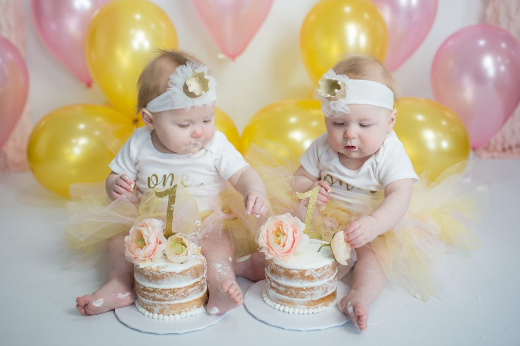 Twin First Birthday Pink and Gold Smash Cake #smashcake #smashcakefortwins #pinkandgold #twinsfirstbirthday