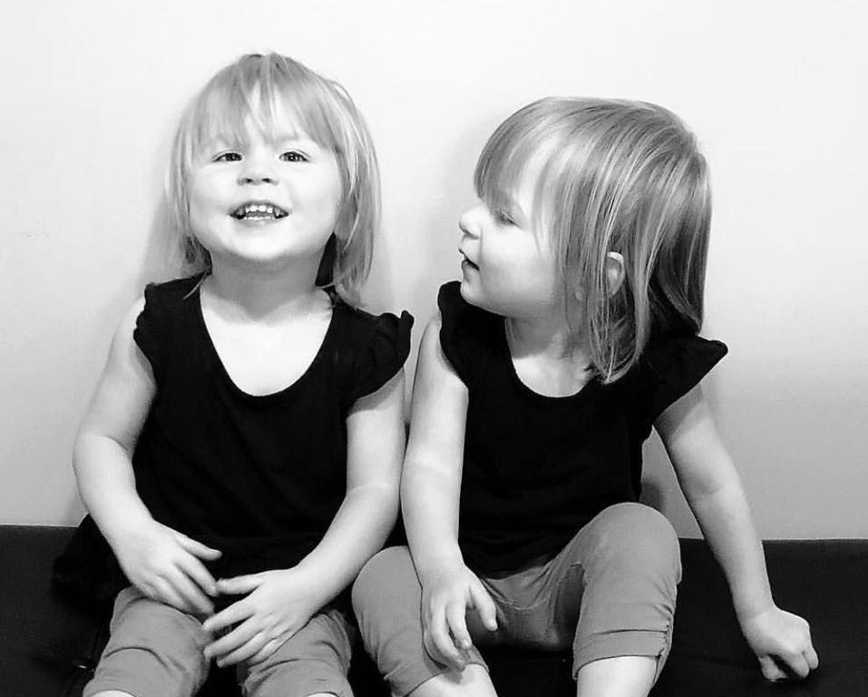 What To Do When Your Twin Toddlers Won't Nap: Here's how to handle it! #raisingtwins #twins #parentingtwins #twinmom #twinsleeptips #twintoddlers